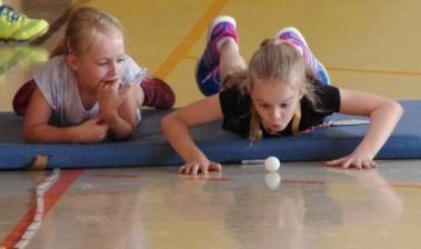 Tischtennisball-Weitpusten